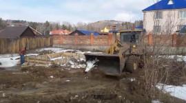 Выравниваем участок под фундамент, для строительства дома (Видео)